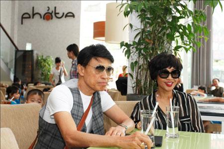 Ca sĩ hải ngoại Tuấn Ngọc lộ vẻ già nua bên em gái Khánh Hà 3