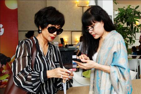 Ca sĩ hải ngoại Tuấn Ngọc lộ vẻ già nua bên em gái Khánh Hà 8