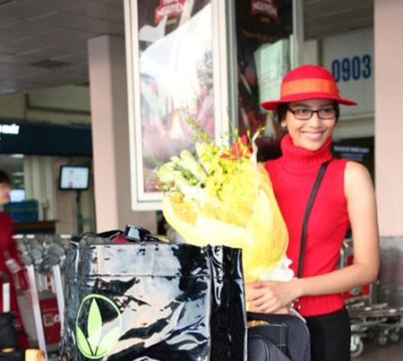 Trương Thị May đỏ rực ở sân bay Tân Sơn Nhất 1