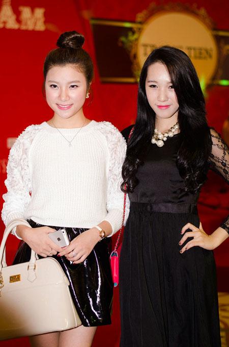 Bố mẹ chồng Hà Tăng sánh đôi xuất hiện ở Hà Nội 10