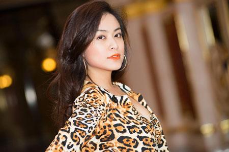 Hoàng Thùy Linh sexy trên sân khấu thời trang  1
