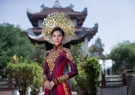Trương Thị May dịu dàng trong bộ quốc phục ở Hoa hậu Hoàn vũ 1