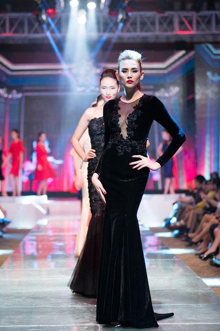 Hoàng Thùy Linh sexy trên sân khấu thời trang  15