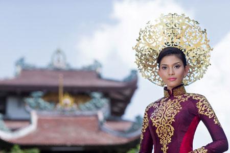 Trương Thị May dịu dàng trong bộ quốc phục ở Hoa hậu Hoàn vũ 2