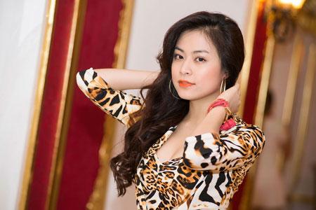 Hoàng Thùy Linh sexy trên sân khấu thời trang  4