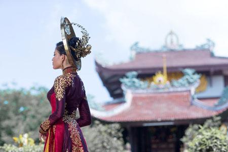 Trương Thị May dịu dàng trong bộ quốc phục ở Hoa hậu Hoàn vũ 4
