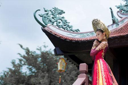 Trương Thị May dịu dàng trong bộ quốc phục ở Hoa hậu Hoàn vũ 5