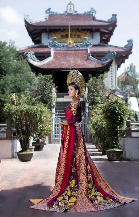 Trương Thị May dịu dàng trong bộ quốc phục ở Hoa hậu Hoàn vũ 7
