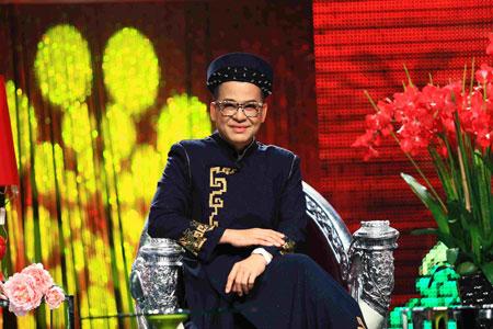 Trương Ngọc Ánh xinh đẹp với áo yếm khăn đóng 1