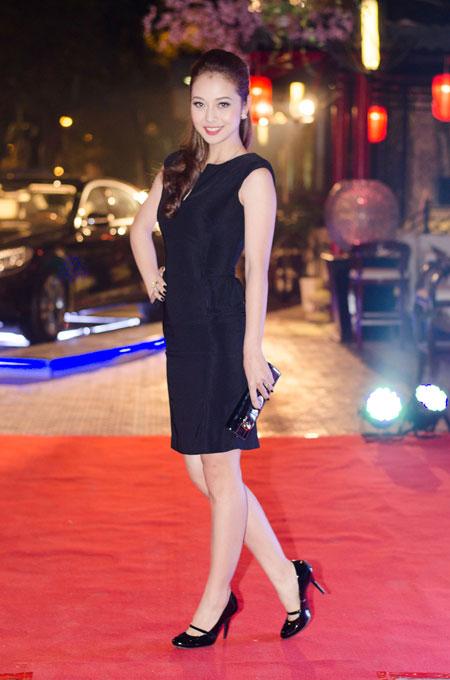 Jennifer Phạm rạng rỡ bên chồng ở Hà Nội 1