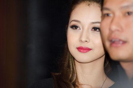 Jennifer Phạm rạng rỡ bên chồng ở Hà Nội 11