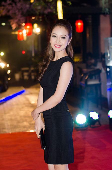 Jennifer Phạm rạng rỡ bên chồng ở Hà Nội 2