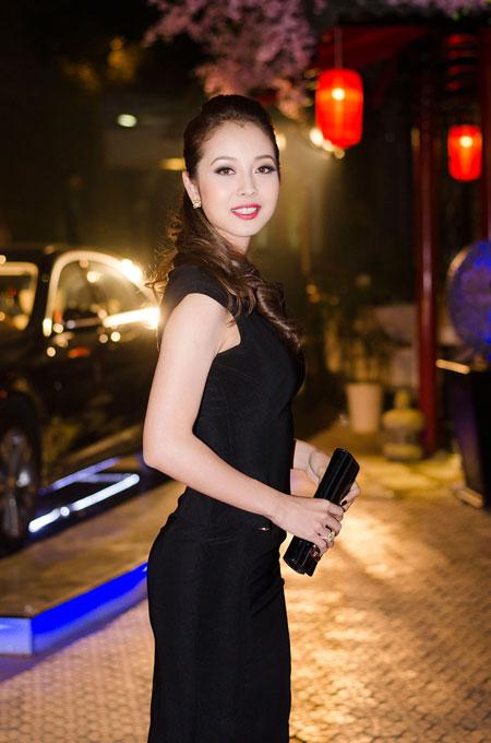 Jennifer Phạm rạng rỡ bên chồng ở Hà Nội 3