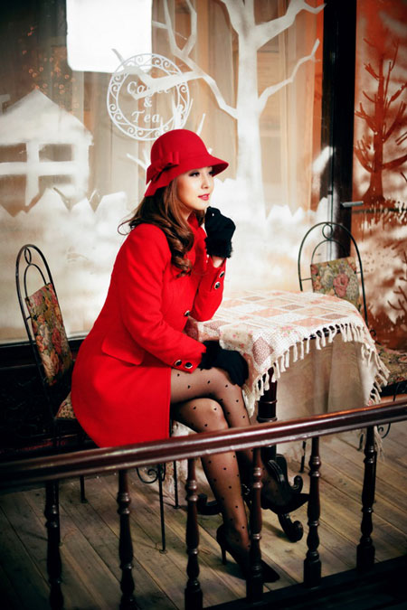 Jennifer Phạm rạng rỡ dạo phố mùa đông  5