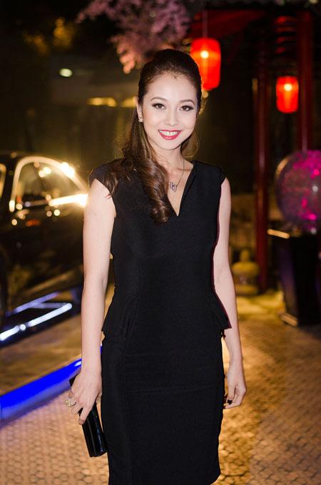 Jennifer Phạm rạng rỡ bên chồng ở Hà Nội 5