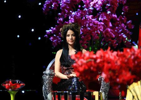 Trương Ngọc Ánh xinh đẹp với áo yếm khăn đóng 6