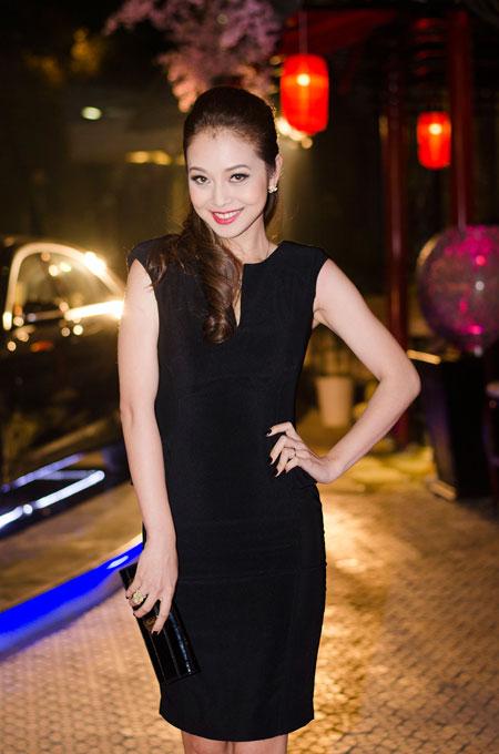 Jennifer Phạm rạng rỡ bên chồng ở Hà Nội 6