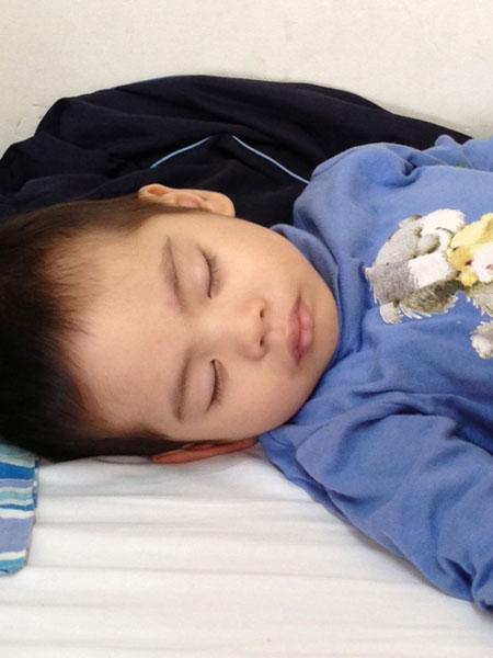 Bé 3 tuổi chống chọi với ung thư máu 6