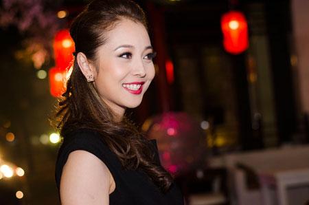 Jennifer Phạm rạng rỡ bên chồng ở Hà Nội 8
