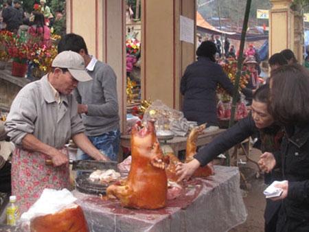 """Hình ảnh """"Người Việt xấu xí"""" ở lễ hội đầu năm 2"""