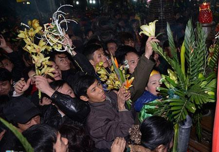 """Hình ảnh """"Người Việt xấu xí"""" ở lễ hội đầu năm 11"""