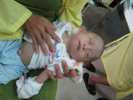 Ngằn ngặt tiếng khóc của bé thơ 6 tháng trong kinh hoàng bão lũ  2