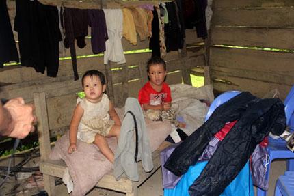 Ứa nước mắt 5 đứa trẻ mồ côi lay lắt nơi xóm núi 3
