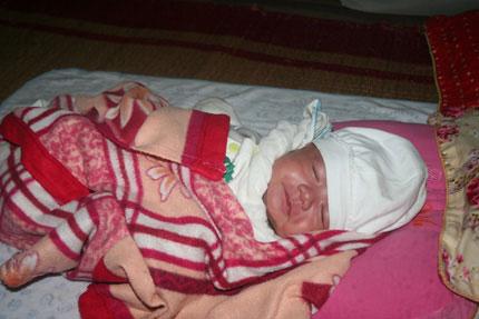 Sữa và áo ấm đến với 5 em bé bị bỏ rơi 2