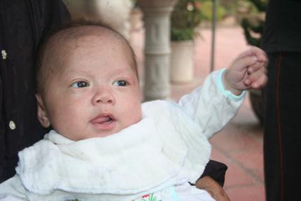 Hồn nhiên ánh mắt 5 em bé bị bỏ rơi ở cổng chùa 6