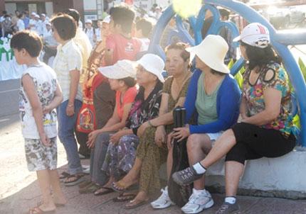 TP HCM: Tưng bừng chào đón dân số vàng 5