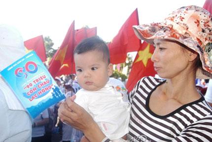 TP HCM: Tưng bừng chào đón dân số vàng 10