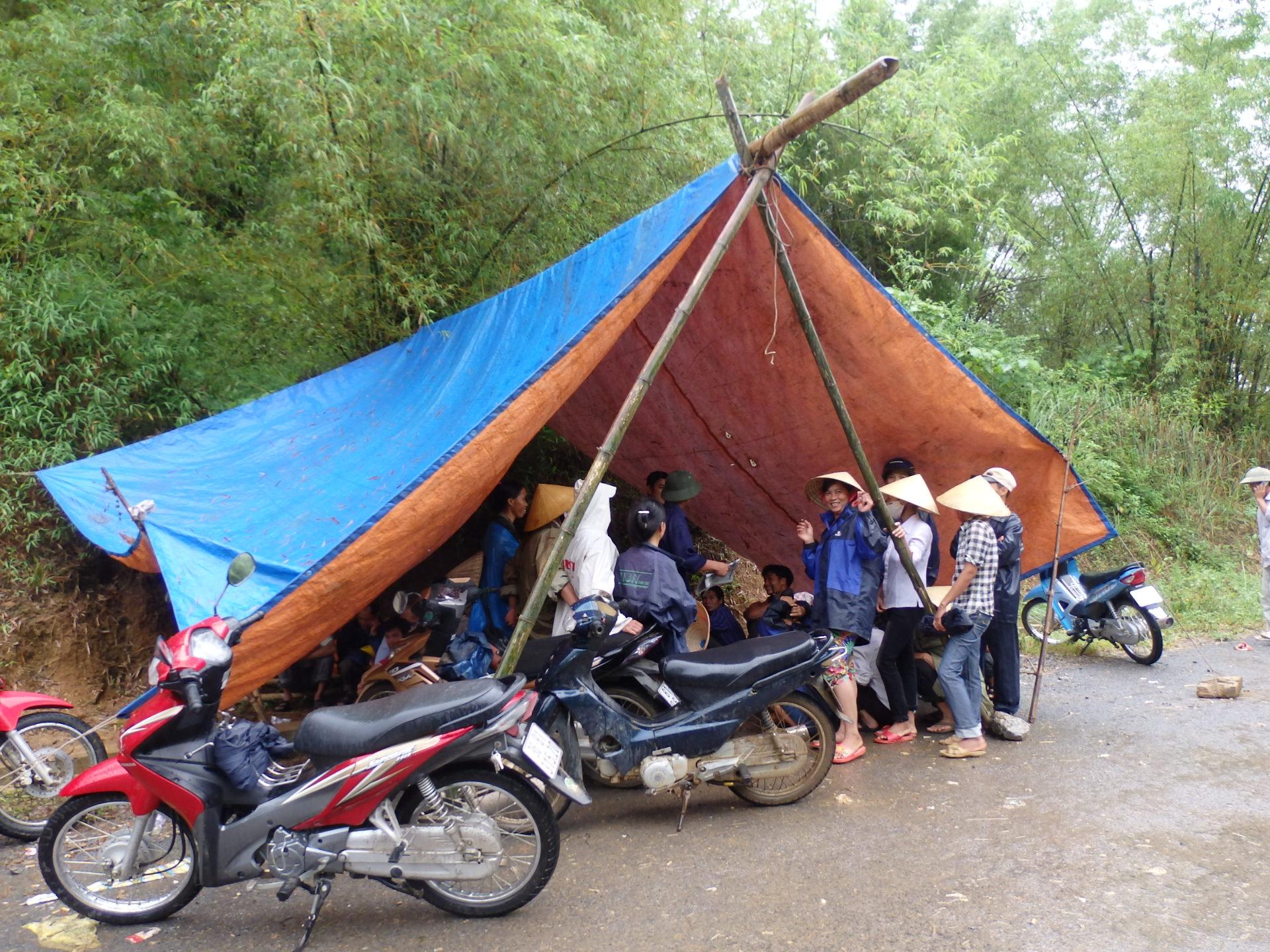 Cận cảnh hóa chất độc hại mà Nicotex Thanh Thái chôn xuống lòng đất ở Thanh Hóa 1