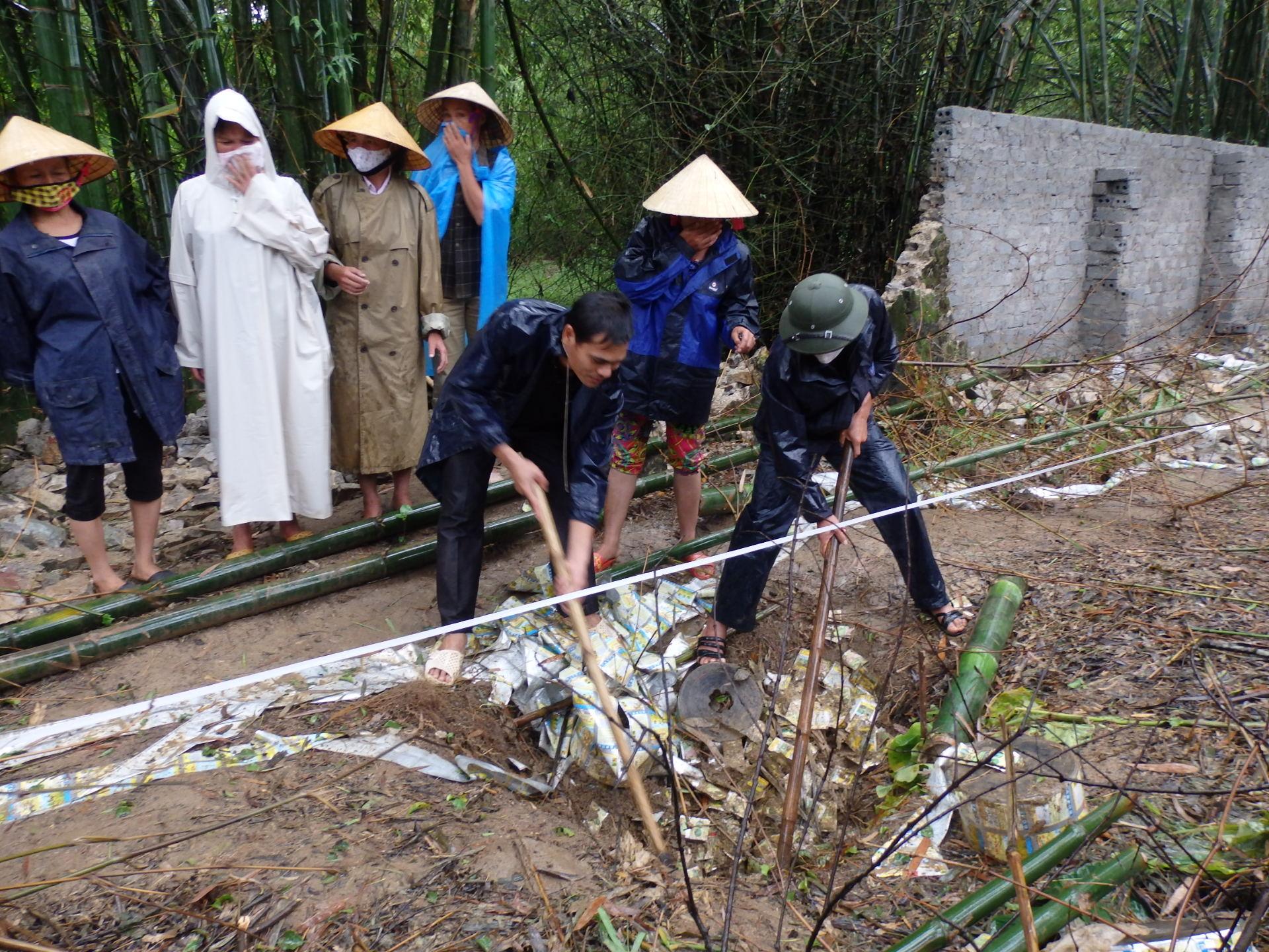 Cận cảnh hóa chất độc hại mà Nicotex Thanh Thái chôn xuống lòng đất ở Thanh Hóa 3