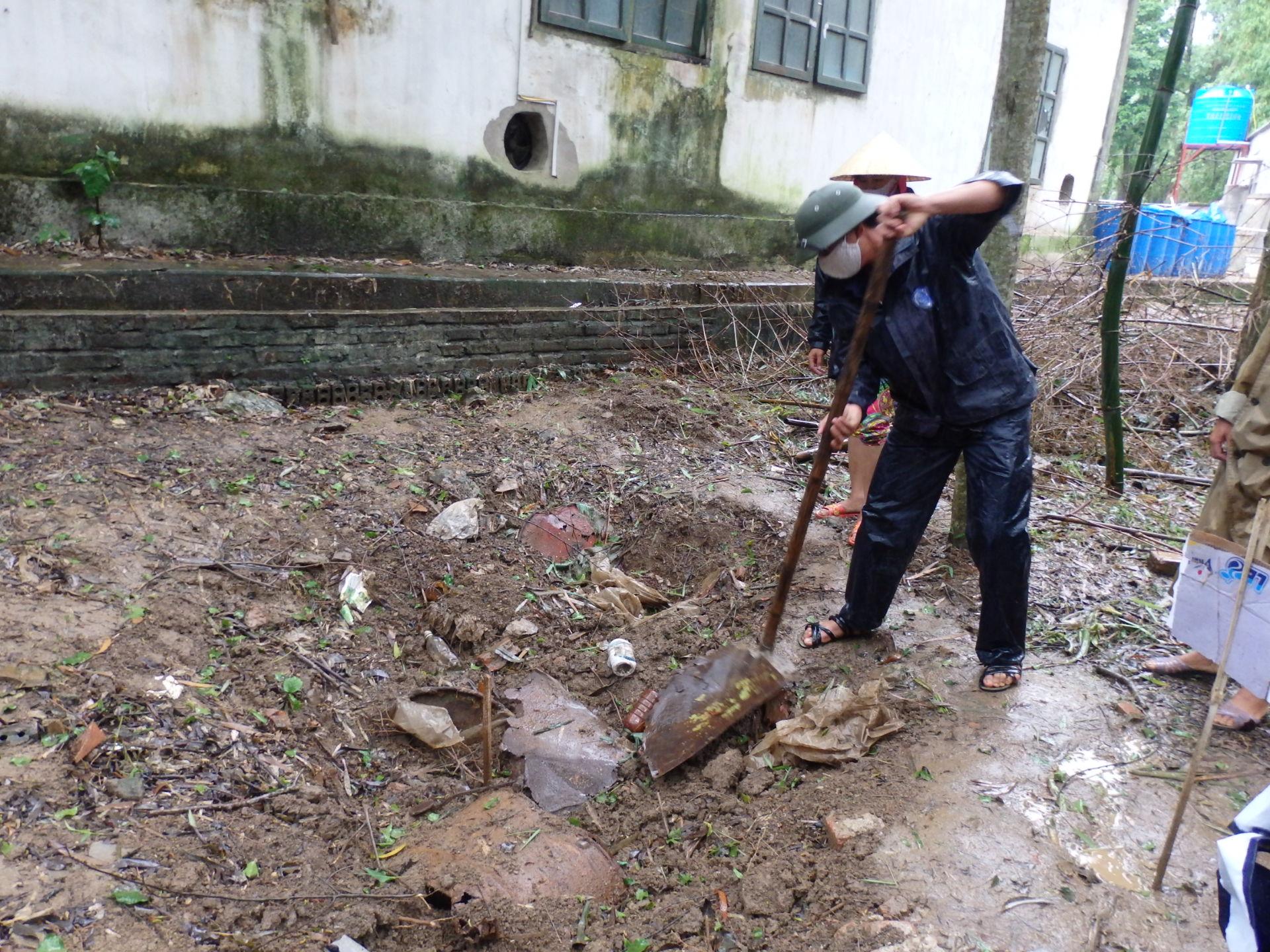 Cận cảnh hóa chất độc hại mà Nicotex Thanh Thái chôn xuống lòng đất ở Thanh Hóa 4