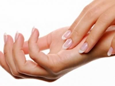 Bàn tay phụ nữ chứa nhiều vi khuẩn  1