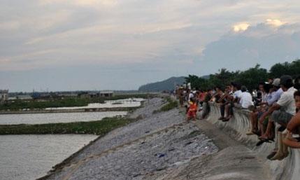 Thấy 2 thi thể vụ gần 100 dân hỗn chiến trên sông 1