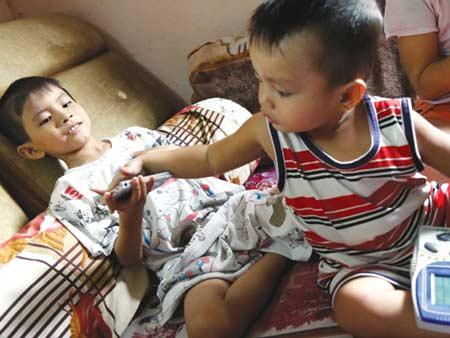 Cứu sống hai bé bị cuồng sát 1