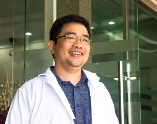 BS CKII Nguyễn Lê Minh Thống khám bệnh miễn phí cho bệnh nhân nghèo   1