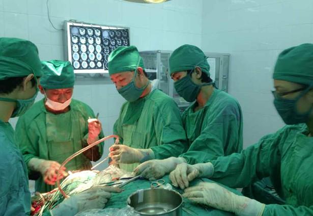 Bệnh viện đa khoa khu vực Định Quán triển khai thành công kỹ thuật phẫu thuật sọ não 1