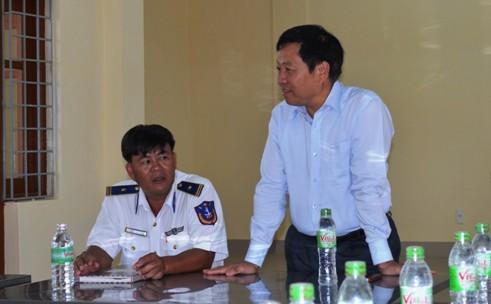 Tổng cục trưởng TC DS-KHHGĐ thăm và tặng quà các chiến sĩ Cảnh sát biển Việt Nam 2