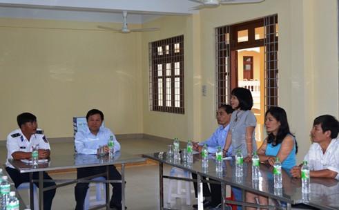 Tổng cục trưởng TC DS-KHHGĐ thăm và tặng quà các chiến sĩ Cảnh sát biển Việt Nam 5