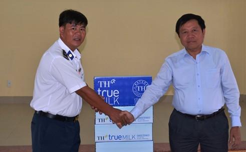 Tổng cục trưởng TC DS-KHHGĐ thăm và tặng quà các chiến sĩ Cảnh sát biển Việt Nam 7