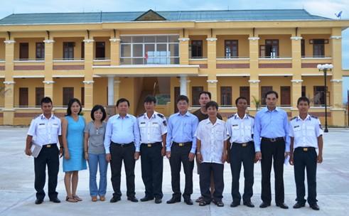 Tổng cục trưởng TC DS-KHHGĐ thăm và tặng quà các chiến sĩ Cảnh sát biển Việt Nam 8