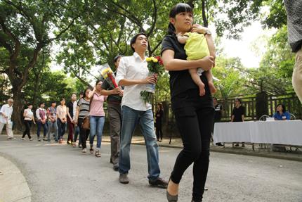 Hàng ngàn người đến viếng Đại tướng Võ Nguyên Giáp tại nhà riêng 6