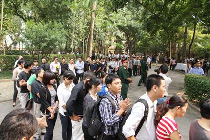 Hàng ngàn người đến viếng Đại tướng Võ Nguyên Giáp tại nhà riêng 4