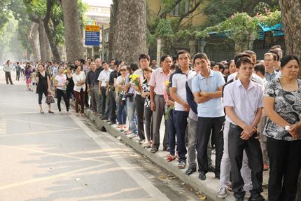 Hàng ngàn người đến viếng Đại tướng Võ Nguyên Giáp tại nhà riêng 10