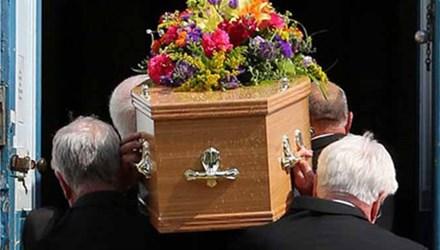 Nhầm... quan tài trong lễ tang, người thân choáng váng 1