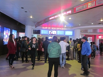 Rạp chiếu phim Quốc gia: Bị cấm mua vé, phe vé  gạ người xem mua hộ 1