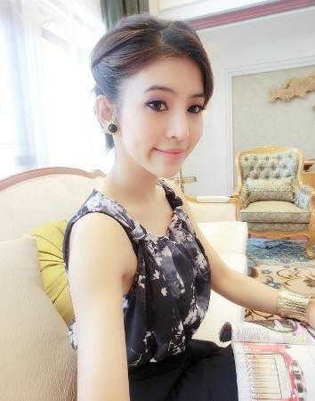 2 hot girl Lào khiến giới trẻ Đông Nam Á điên đảo 2