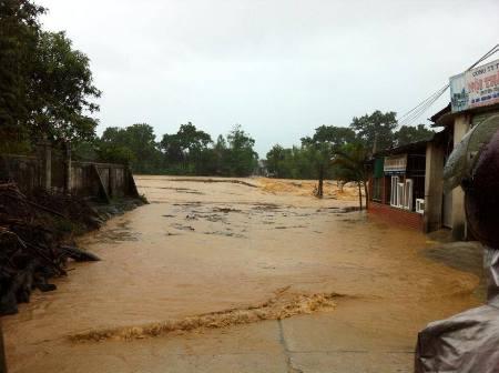 Nước lũ bao trùm tại nhiều địa phương tỉnh Hà Tĩnh 8